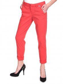 Štýlové dámske nohavice s nízkym pásom značky Guess. Pohodlný rovný strih so zapínaním na zips a háčik.