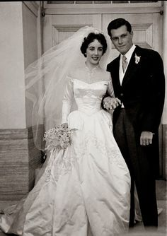 Elizabeth Taylor's first marriage, she wed hotel heir Conrad 'Nicky' Hilton in a gown designed by Hollywood costumer Helen Rose, Vintage celebrity wedding dresses Famous Wedding Dresses, Celebrity Wedding Dresses, Wedding Dress Styles, Celebrity Weddings, Wedding Gowns, Wedding Ceremony, Celebrity Wedding Photos, Bling Wedding, Modest Wedding