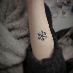 Bildergebnis für tattoo schneeflocke