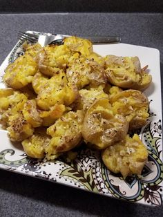 Πατάτες ψητές με σκόρδο !!! ~ ΜΑΓΕΙΡΙΚΗ ΚΑΙ ΣΥΝΤΑΓΕΣ 2 Cauliflower, Side Dishes, Recipies, Cooking Recipes, Vegetarian, Lunch, Dinner, Vegetables, Ethnic Recipes