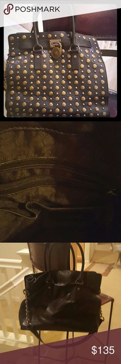 Michael Kors purse Michael Kors purse worn maybe 5 times. Genuine leather collectors bag if you love mk. New York Fashion, London Fashion, Runway Fashion, Fashion Models, Women's Fashion, Fashion Trends, Men's Outfits, Fall Outfits, Casual Outfits