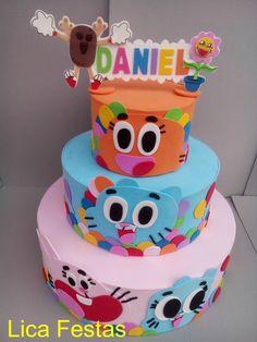"""Olá!!! Hoje quero mostrar alguns itens que fiz com o tema do desenho """"The amazing world of Gumball"""", o bolo, as letras decoradas em EVA, e algumas fotos da festa cuja decoração que também contou com a nossa participação, a parte de papelaria personalizada ficou por conta da mamãe, que arrasou! Este bolo foi inspirado…"""