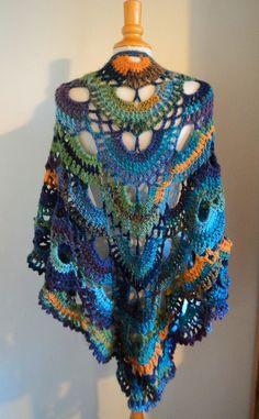 Bonjour! Et oui, j'ai re-récidivé! Voici une nouvelle version de châle Orchidée, mais réalisé cette fois avec la Superbe Harmony Wool! Crocheté en 4.5 pour un effet bien souple Harmony Wool e… Poncho Au Crochet, Crochet Blouse, Crochet Scarves, Crochet Clothes, Knitting Patterns, Crochet Patterns, Stuffed Toys Patterns, Lana, Creations