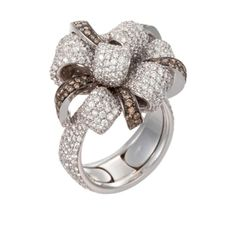 Palmiero Jewelry 18K White Gold Contemporary Knotted Bow Diamond Ring (=)