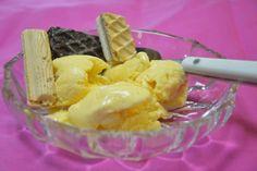 Hjemmelaget is laget med frukt og rømme. Det tar litt tid å lage, men det meste av tiden brukes på frysing av isen. Herlig søtlig smak av frukt