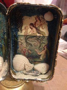 My first altered Altoids tin Tin Can Art, Tin Art, Mermaid Crafts, Mermaid Art, Mermaid Paintings, Tattoo Mermaid, Altered Tins, Altered Art, Shadow Box Art