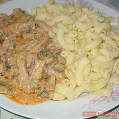 Vadásztokány böllér módra Chicken Cordon Bleu Pasta, Meat Recipes, Cooking Recipes, Eastern European Recipes, Hungarian Recipes, Pork Dishes, Kaja, Sweet And Salty, Food 52