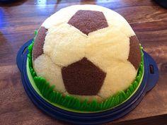 Fußball Charlotte mit Maulwurfkuchen - Füllung (Icecream Cake)