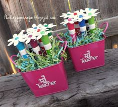 Dry Erase Marker Bouquet – Give teachers something they can really use! Use your Cricut to cut out flowers to top some dry erase markers, and put some vinyl on the can. So simple, and teachers LOVE it! See the tutorial at www.thehappyscraps.com