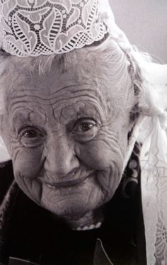 Mamm'Goz - Grandmother:  An elderly lady from Bigouden Country, along the Western shorts of Brittany.