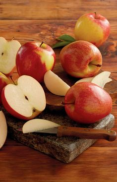 Bite into these crisp premium red apples, fresh from the orchard. They're a great Holiday Gift and especially delicious for those baked apple recipes.