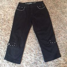 Black Capris, with Jewel pockets, size 6, so cute Black Capris with glitz on pockets and more, by Ethyl Classic, size 6 absolutely love this brand, gently used Ehyl classic Pants Capris