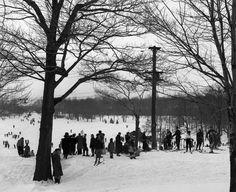 Ski sur la montagne sous surveillance policière, 1954