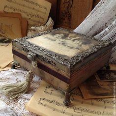 Cigar Box Diy, Cigar Box Crafts, Altered Cigar Boxes, Diy Box, Shadow Box, Cigar Box Projects, Decoupage Box, Altered Bottles, Pretty Box