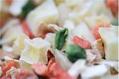 Freeze Dried Foods: they last for a considerable amount of time; they are light weight. Freeze drying retains the nutrients. It's a necessity for emergency food pantries everywhere. Dehydrated Vegetables, Dried Vegetables, Dehydrated Food, Veggies, Cooking Photos, Cooking Tips, Cooking Food, Food Prep, Emergency Food Storage