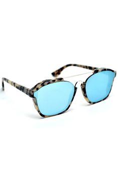 Dior Abstract, quem quer? ♥ Já reservou o seu? #dior #abstract #reserve #oculosdesol #sunglasses #compreonline #oticaswanny #abstract