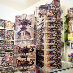 Gundam Barbatos en stock!! Ya tenemos (por fin) Barbatos en stock! Fueron tantos los pedidos y preventas que no alcanzábamos a tener productos disponibles.  Si aún no lo tienes ésta es tu oportunidad porque se agotarán pronto!