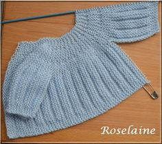 Free knitting pattern for premature baby sweater pullover . Only 2 seams to sew down the arms . 2 brassières prémas (rangs raccourcis) – Je tricote Tu crochètes Source by prema bras (shortened rows) – I knit crochetedRavelry: Project Gall Baby Knitting Patterns, Baby Patterns, Free Knitting, Knitted Baby Cardigan, Knit Baby Sweaters, Crochet Baby, Knit Crochet, Premature Baby, Baby Vest