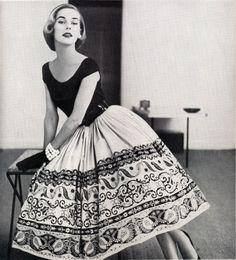 Самые женственные платья в стиле 50х годов