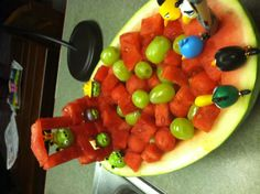 Another way to present finger food/fruit/veggies besides making it look like an angry bird.