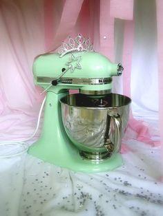 Pistachio colored kitchen aid mixer.... I wanttt it