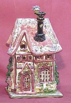 A lovely Heather Goldminc candle house.Heather Goldminc, a Canadian artist, created the world famous Blue Sky Clayworks line of collectible ceramics. Heather Goldminc's Blue Sky Clayworks line of collectible creations are cute, clever, colorful and whimsical. Clayworks please the eye and delight the senses while expressing the joy and wealth of life in simple everyday things. Blue Sky ceramics are adorable and affordable. Courtney's Candles is your Heather Goldminc Clayworks Blue Sky…