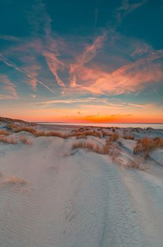 Dutch photographer, living in the south west of the Netherlands. Travelling around the world to find the most beautiful landscapes, seascapes and places to surf. Amazing Pics, Beautiful Pictures, Best Nature Wallpapers, Nature Photography, Travel Photography, Sparkling Lights, Pretty Sky, Waves, Beach Aesthetic
