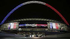 In Blau, Weiß, Rot: das Wembley-Stadion in London