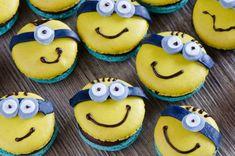 Minions-Macarons mit Banane-Karamell-Ganache