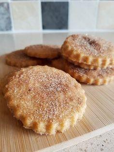 Recipe: Crunchy Cinnamon Sugar Biscuits, Two Ways - Eat Explore Etc - Food: Veggie tables Cinnamon Desserts, Cinnamon Recipes, Baking Recipes, Cookie Recipes, Dessert Recipes, Crunchy Cookies Recipe, Biscuits Au Four, British Biscuits, Cinnamon Biscuits