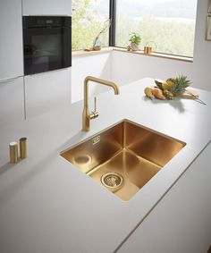 Stainless steel sink in gold finish to match gold kitchen hardware (my choice: looking for a twin sink model). Would it look odd to mix metals (e. regular stainless steel sink/appliances with gold faucet and cupboard handles)? Kitchen Room Design, Luxury Kitchen Design, Home Decor Kitchen, Interior Design Kitchen, Black Kitchen Taps, Gold Kitchen Faucet, Black Kitchens, Gold Faucet, Modern Kitchen Sinks