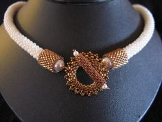 Crocheté, cadeau de Nanou - Photo de Les colliers - perlicoti