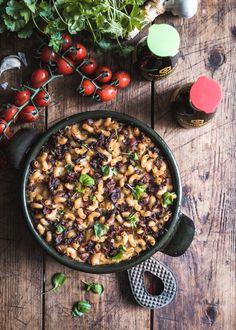 Maailman paras makaronilaatikko - Perinneruokaa prkl Comfort Food, Tortillas, Paella, Acai Bowl, Easy, Food And Drink, Behance, Breakfast, Ethnic Recipes