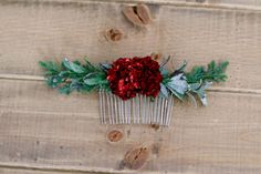 Beautiful Boho-inspired burgundy and dark green hair comb. Approximately 7 inches in length. Includes: - Burgundy Bush Bloom - Dark Green Sage Boxwood - Juniper Berry Spray - 2 Inch metal comb