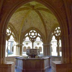 El bellísimo claustro del Monasterio de Iranzu, #Navarra. (Foto: @reyesechava en #Instagram) Saber más... -> http://www.turismo.navarra.es/esp/organice-viaje/recurso/Patrimonio/3151/Monasterio-de-Santa-Maria-de-Irantzu.htm
