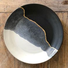 Black, white and gold line dinnerplates. Really love the kintsugi like appearanc. - Black, white and gold line dinnerplates. Really love the kintsugi like appearanc. - Black, white and gold line dinnerplates. Really love the kintsugi like appearanc.