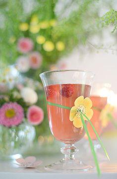 Winter Drinks, Summer Drinks, Fun Drinks, Alcoholic Drinks, Hello July, Pink Lemonade, Pretty Pastel, Color Of Life, Summer Garden