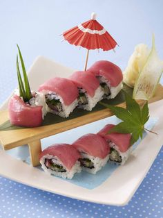 how pretty and delicious does this look :) yum Sushi Recipes, Seafood Recipes, Asian Recipes, Bento, Oishi Sushi, Sushi Salad, Jai Faim, Japanese Food Sushi, Best Sushi