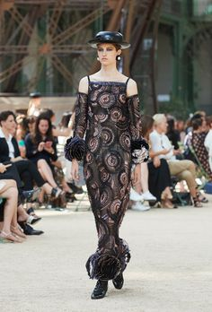CHANEL 'A symbol of avant-garde modernity' Fall-Winter 2017 Haute Couture Chanel Fall 2017, Chanel Spring, Chanel Couture, Tour Eiffel, Karl Lagerfeld, Coco Chanel, Winter 2017, Fall Winter, Tweed