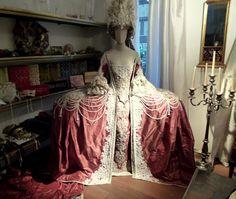 Baroque 18th century rococo fashion Venice Carnival Il Ballo del Doge Rococo Fashion, Victorian Fashion, Vintage Fashion, Historical Costume, Historical Clothing, Fashion History, Fashion Art, Marie Antoinette Costume, Baroque