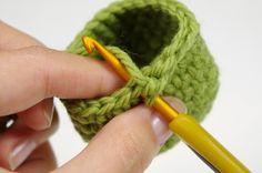 TUTORIAL: Regular and invisible single crochet increase // Kristi Tullus (sidrun.spire.ee)