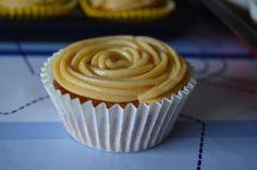 Cupcakes de canela y naranja con buttercream de canela.
