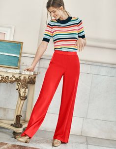 Wondering what to wear with white jeans this summer? Here are 20 stylish outfits to coy now. Blue Jeans, White Jeans, Wide Leg Trousers, Wide Leg Jeans, Red Pants Outfit, Sustainable Clothing, Shirts, Tees, Striped Knit