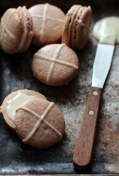 The Kate Tin: Hot cross bun macarons