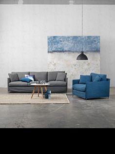 Furninova - Prisvärda kvalitéts soffor - Skandinavisk design | Store Petito är en snygg och modern soffa med smala armstöd och mjuk sittning. Den finns att få i flera storlekar och modeller såsom fåtölj, 2-3-4-sits soffa, 1,5-sits soffa, fotpall och nu även som hörnsoffa. Benen på petito ger ett stilrent intryck med sin smalhet och sin svarta färg. Ryggkuddarna består av en mix av fjäder och bollfiber med god spänst för maximal komfort.