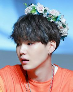 Suga's hair is blackish now!!!