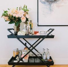 See how to switch up your bar cart style to suit your entertaining needs with these tips from 100 Layer Cake! Home Bar Decor, Bar Cart Decor, Hotel Decor, Canto Bar, Bandeja Bar, Objet Deco Design, Gold Bar Cart, Black Bar Cart, Bar Cart Styling