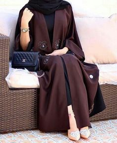 Hijab Fashion Selection of over 100 looks in trendy and chic Abaya Modern Abaya, Modern Hijab Fashion, Arab Fashion, Islamic Fashion, Muslim Fashion, Modest Fashion, Fashion Muslimah, Fashion 2017, Hijab Outfit