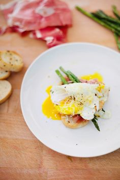 Rosemary Bruschetta with Prosciutto and Pan Seared Asparagus - Fresh Mommy Blog