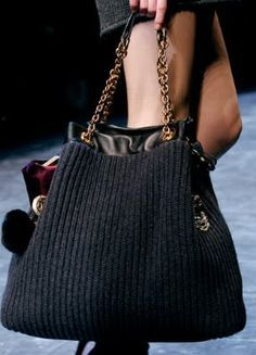 NY Spender: Dolce & Gabbana's Knitted Handbags For knitting inspiration. Crochet Tote, Crochet Handbags, Crochet Purses, Ethnic Bag, Knitting Accessories, Knitted Bags, Knit Bag, Beautiful Bags, Handmade Bags